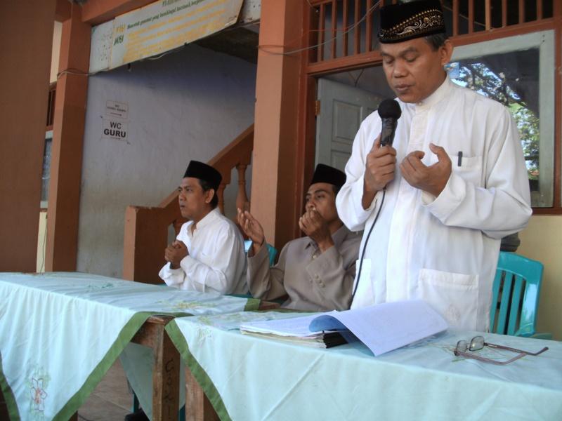 Kepala Madrasah Memimpin Istighosah